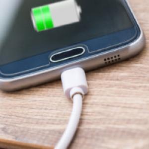 Por que fechar os apps que usamos não ajuda a economizar bateria do celular